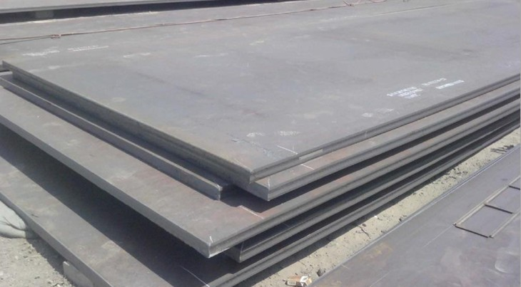 这是一类可焊接的低碳工程结构用钢。其含碳量通常小于0.25%,比普通碳素结构钢有较高的屈服点s或屈服强度 0.2(30~80kgf/mm2)和屈强比s/b(0.65~0.95),较好的冷热加工成型性,良好的焊接性